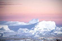 海冰化了没有鹅,只有粉色的天跟蓝色冰山了